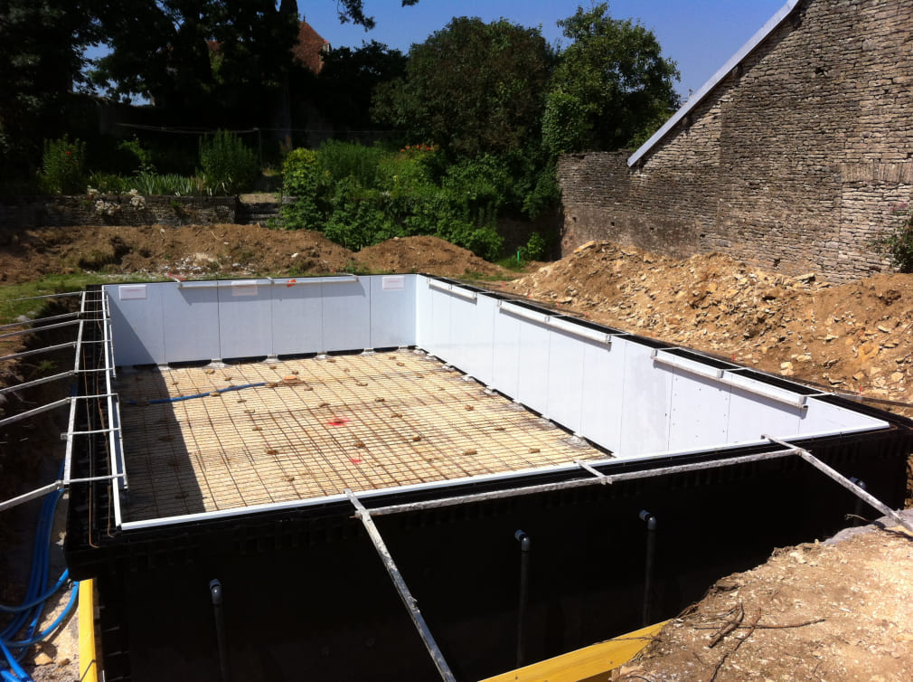 Construire sa piscine en 20 tapes for Construction piscine 35